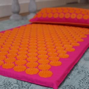 Spijkermat + spijkermat kussen in kleur fuschia en oranje
