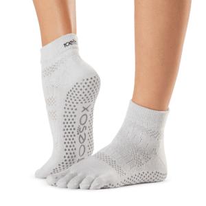 Antislip yogasokken met tenen ToeSox ciao als hygiënisch alternatief voor blote voeten
