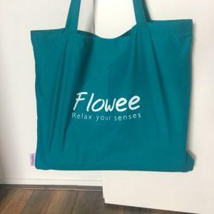 Zeegroene tas van het merk Flowee om jouw spijkermat op te bergen