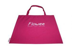 Fuchsia roze draagtas spijkermat en spijkerkussen van Flowee op Yoga-Pilatesshop