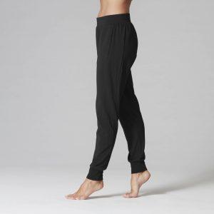 Jogger Tavi Noir kledinglijn op Yoga-Pilasshop