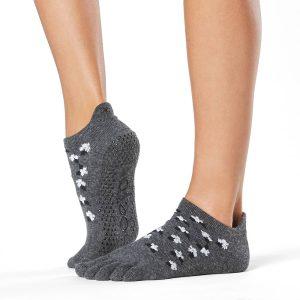 Deze antislip sokken in het low rise model van Tavi Noir nu te koop bij Yoga-Pilatesshop.nl!