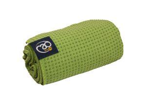 Antislip handdoek gebruiken voor yoga en pilates oefeningen