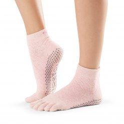 antislip sokken Chill van ToeSox zijn ideaal voor pilates, yoga, piloxing en andere blootvoetse activiteiten