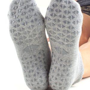antislip sokken grijs van Tavi Noir kopen bij yoga-pilatesshop in utrecht