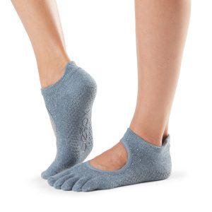antislip sokken in Baltic voor yoga, pilates, barre, piloxing of andere blootvoetse activiteiten