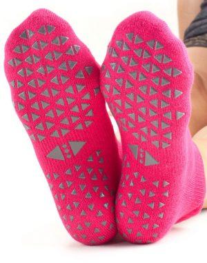 antislip sokken in de kleur roze van tavi noir online bestellen bij yoga-pilatesshop