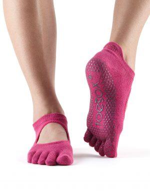 antislip sokken met tenen in de kleur roze vindt je online bij yoga-pilatesshop.nl