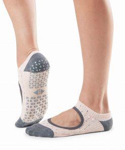 antislip sokken van  Tavi Noir zijn gemaakt met oog voor detail, bekijk de collectie op yoga-pilatesshop.nl
