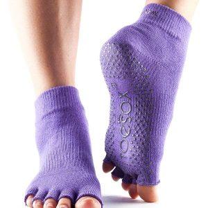 antislip sokken van toesox in de kleur paars direct online te bestellen bij yoga-pilatesshop.nl