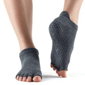 Antislip sokken zonder tenen te gebruiken als sportsokken of huissokken en zijn direct online te bestellen bij yoga-pilatesshop.nl in utrecht