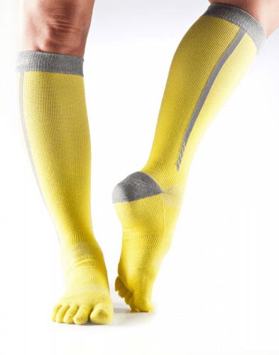 compressiekousen hardlopen verbeterd en stimuleert bloedsomloop geel grijs