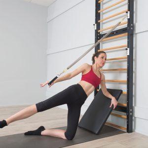 fuse ladder om aan de muur te bevestigen waardoor er zeer weinig ruimte wordt ingenomen in de pilates studio