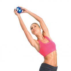 gewichten gebruiken om je spieren te versterken bij fitness en pilates oefeningen