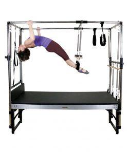 Pilates reformer in combinatie met een volledig uitgeruste Cadillac voor de beste pilates oefeningen