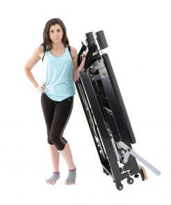 Pilates reformer opgevouwen makkelijk te vervoeren van align-pilates te verkrijgen bij yoga-pilatesshop