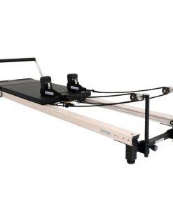 reformer pilates uit de C2 serie voor het trainen van pilates oefeningen zoals het verbeteren van kracht, flexibiliteit, coördinatie, balans en houding