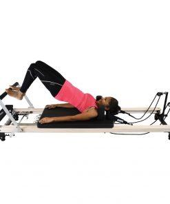 reformer pilates voor het verbeteren van kracht, flexibiliteit, coördinatie, houding en balans