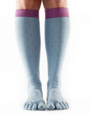 sokken kopen met tenen van ToeSox die kniehoog zijn bij yoga-pilatesshop in utrecht