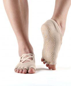 sokken zoals sportsokken, huissokken en antislip sokken zonder tenen koop je bij yoga-pilatesshop