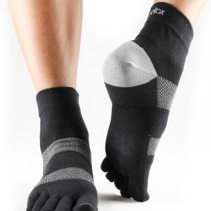 sportsokken met tenen stimuleren de bloedsomloop; kijk snel voor meer informatie op yoga-pilatesshop.nl